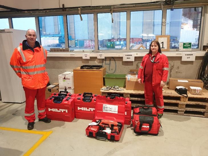 Tore Mathiesen and Kari Anne Øyen from Kvaerner Stord with the new Hilti equipment.