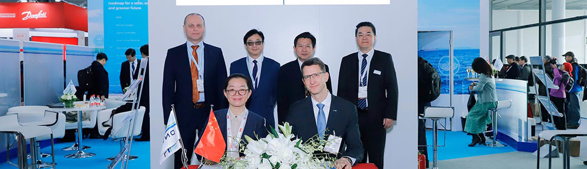 Ms Wu Ronghui, HPWS Deputy Chief Engineer, and Head of DNV GL Technical Centre China, Falk Rothe, signed the JDP agreement on a 5,000 TEU dual-fuel containership. Witnessing the signing ceremony (back, from left): Boris Bondarenko, DNV GL Area Manager for China South; Vincent Lee, DNV GL Regional Business Development Manager; Wang Yi, HPWS Commission Director for Science and Technology, and Eric Wang, Key Account Manager for DNV GL Area China South