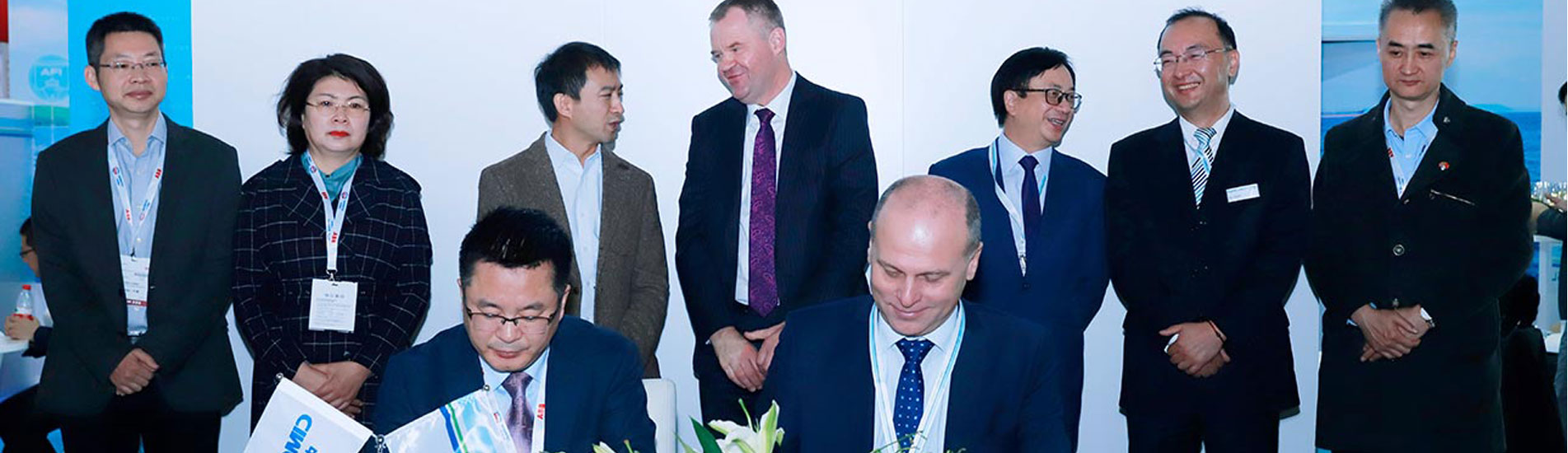 The agreement was signed by Mr. Gao Wenbao, Deputy General Manager of CIMC Enric & CEO of CIMC SOE, Mr. Boris Bondarenko, Area Manager of DNV GL for China South, witnessed by Mr. Yang Xiaohu (3rd from left), General Manager of CIMC Enric, and Mr. Norbert Kray (4th from left), Regional Manager of DNV GL in Greater China, and other senior executive members from the both companies.
