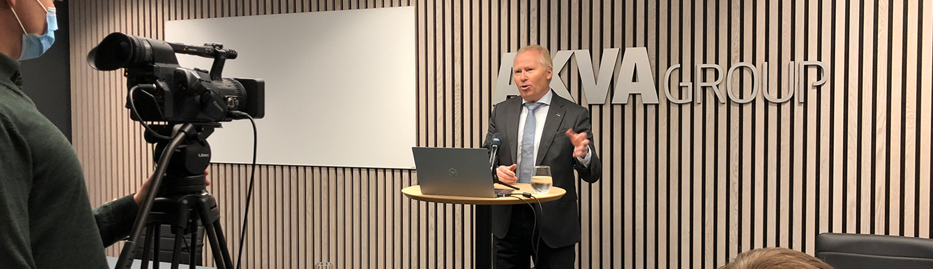 BEHIND THE SCENES: CEO Knut Nesse speaks in front of camera on Capital Markets Day.